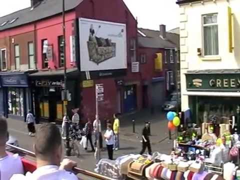 A TOUR OF BELFAST FALLS ROAD FROM OPEN BUS