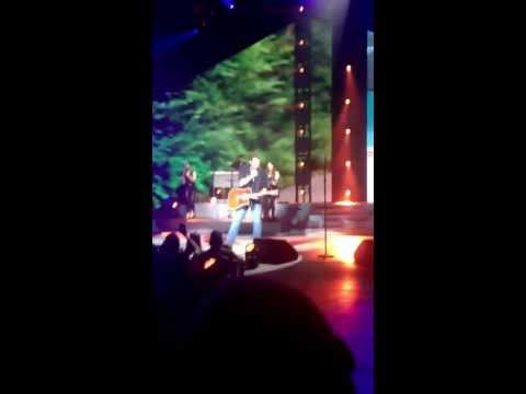 "blake-shelton-""redneck""-bethel-woods,-ny-2013"