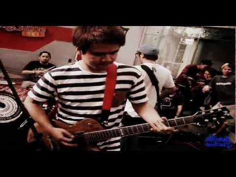 PWG - Berdiri Terinjak (Omo Solo Guitar) live at Rolling Stone Cafe