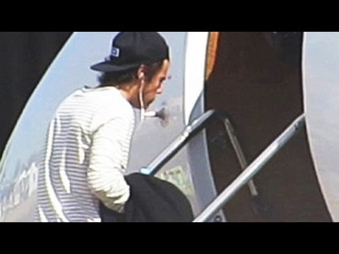 Harry Styles & One Direction Band members Boarding Flight - ACTUAL FOOTAGE
