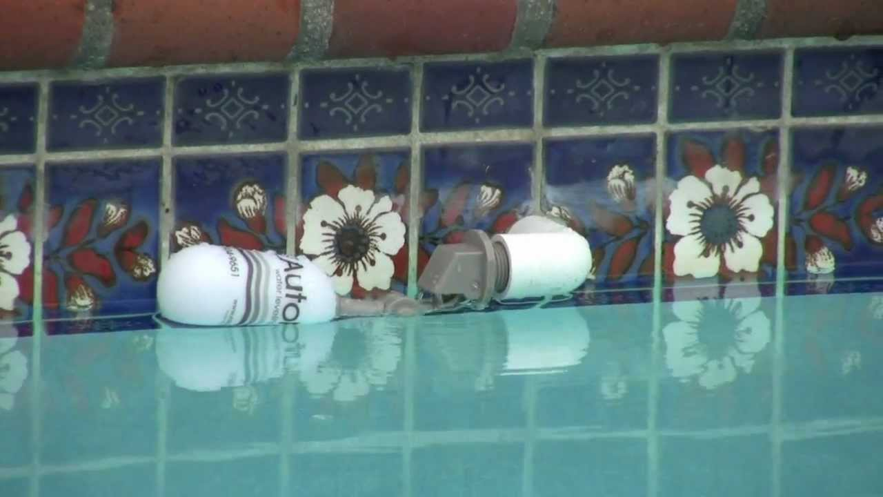 Water Autofill On Fill Line Of Swimming Pool Or Spa