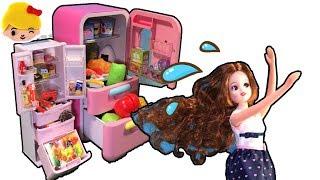 リカちゃんママの忙しい一日!冷蔵庫開けてお料理!ミキちゃんマキちゃん、ピエールパパのためにキッチンで朝ごはんを作るよ。お母さん、パパから電話が来てびっくり!★ごっこ遊び おままごと みーちゃんママ