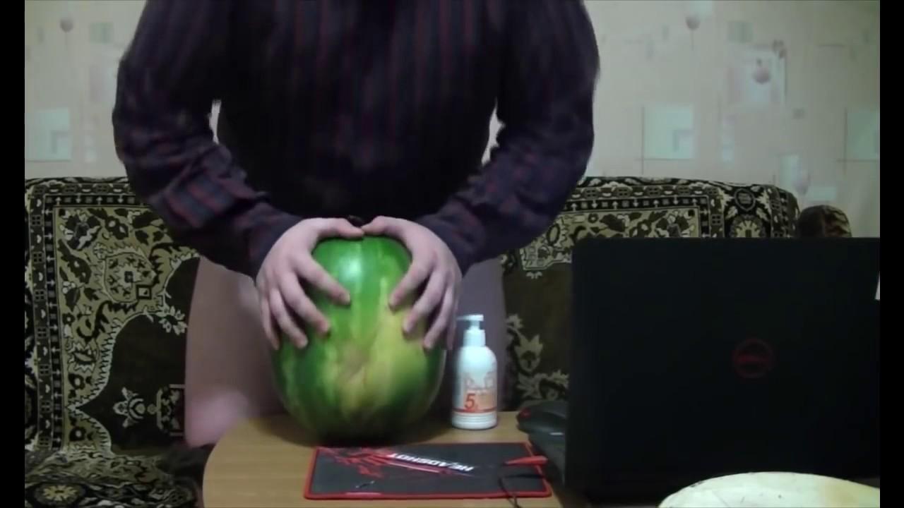 Порно порно мужик трахает арбуз