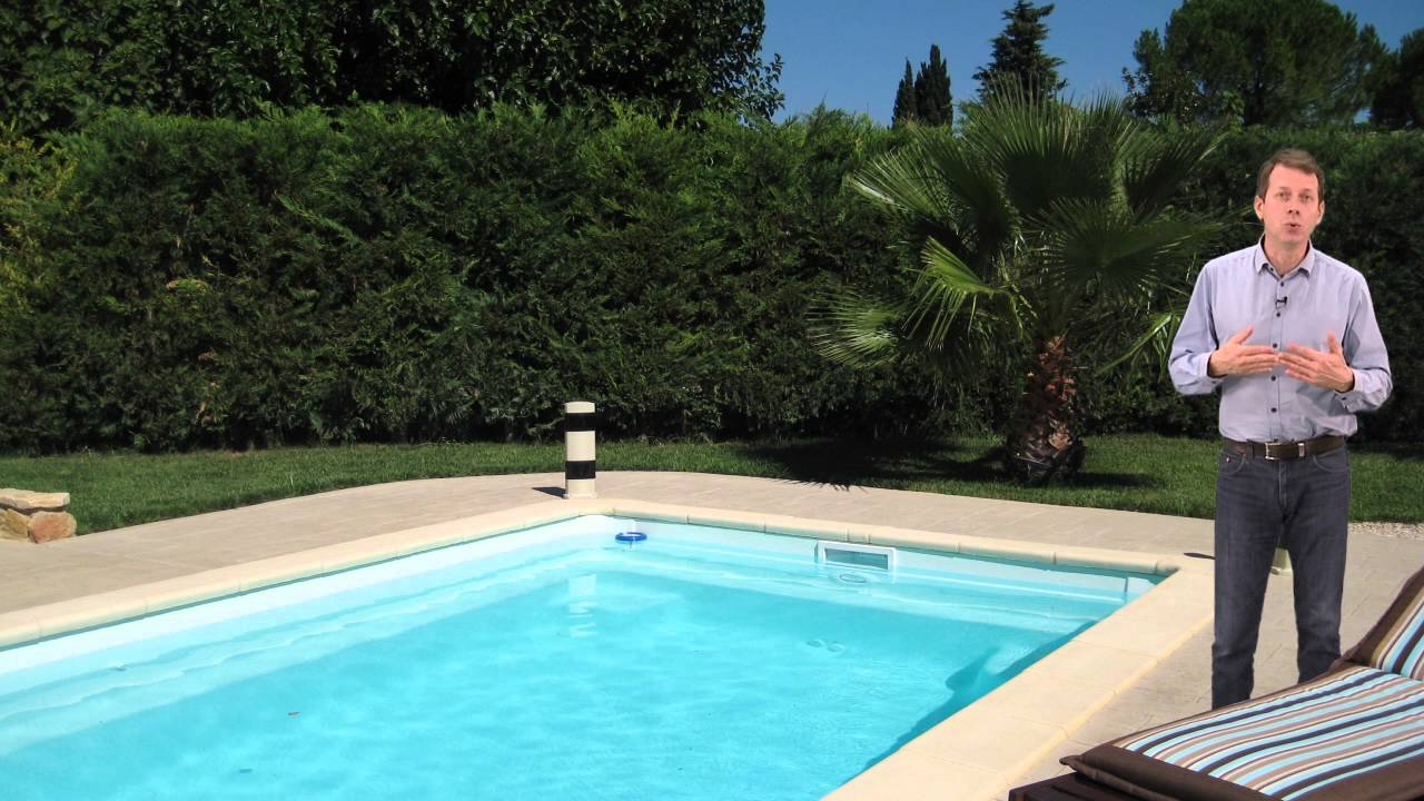 Volet roulant piscine youtube for Piscine celestine 6