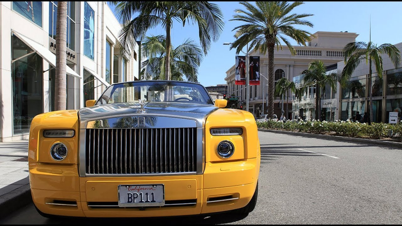 Brad pitt 39 s rolls royce on rodeo drive in beverly hills for Rolls royce of beverly hills