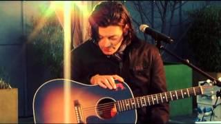"Benjamin Biolay Live ""La Ballade du mois de juin"" & ""Billy Bob a raison"" 15 oct 2009.flv"