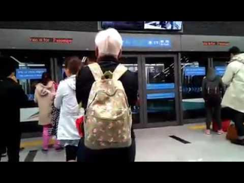 Menunggu Subway - Bandara Incheon, Seoul