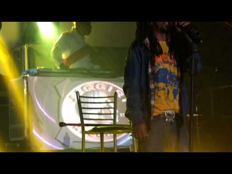 Metele Sazon – Tego Calderon – Live – Huacho 2013