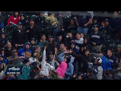 fan-tosses-popcorn-bucket-at-foul-ball