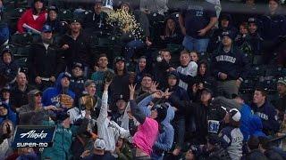 Fan tosses popcorn bucket at foul ball