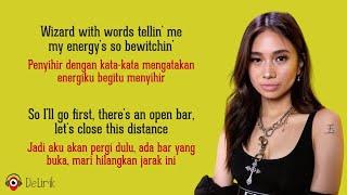 Download Lowkey - NIKI 🇮🇩🇮🇩 (Lyrics video dan terjemahan)