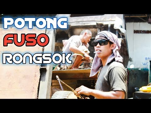 PEMOTONGAN..!!! Mobil FUSO rongsokan