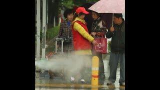 В Китае начали испытывать приспособление, обливающее пешеходов водой