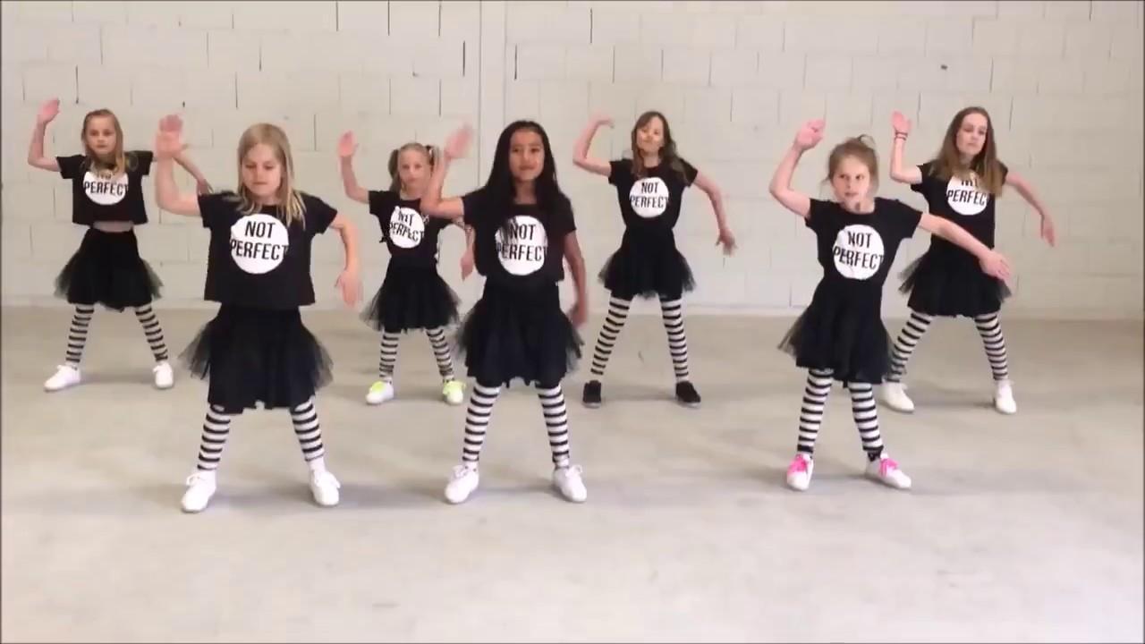 رقص بنات صغار جميل اغنية جميلة Youtube