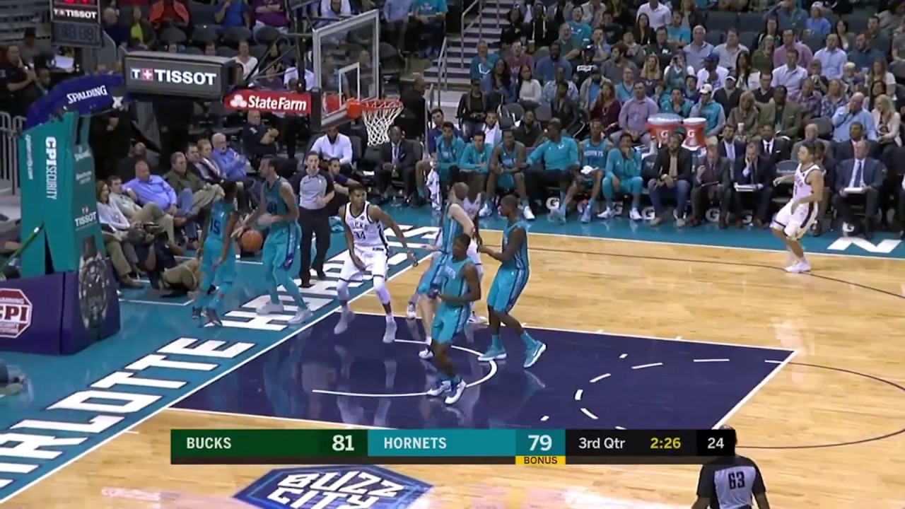 Bucks' Giannis Antetokounmpo Throws it Down Over Hornets