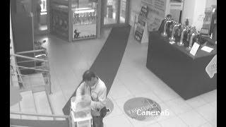 В Набережных Челнах мужчина похитил деньги из коробки для пожертвований(видео пользователя vk.com Маргарита Татаринова Подробнее: http://www.business-gazeta.ru/ --- Подписаться на канал: http://goo.gl/44Nq..., 2014-06-30T09:21:29.000Z)