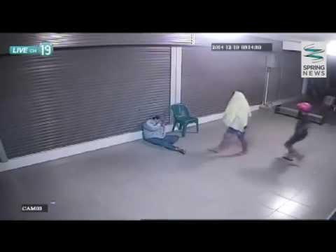 แชร์ว่อน! กลุ่มวัยรุ่นเตะหน้าลุงยามปล้นซัมซุงฮีโร่ - Springnews