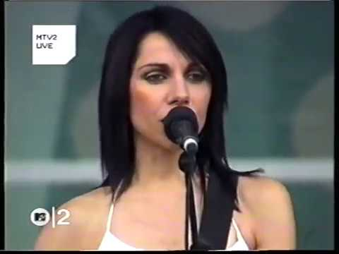 PJ Harvey - This Is Love (Werchter Festival, 2001)