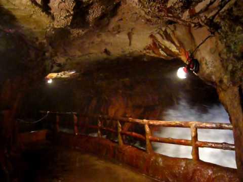 三段壁洞窟 Sandanbeki-Dokutsu Cave in Wakayama prefecture