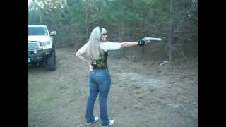 shooting 500 SMITH AND WESSON ONE HANDED TEXAS GAL Teri LaFaye Pistol Poet