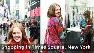 Where to shop in New York for women over 40 - Shopping in Times Square