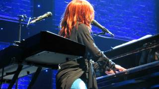 Tori Amos Paris 17-5-2014 16 shades of blue