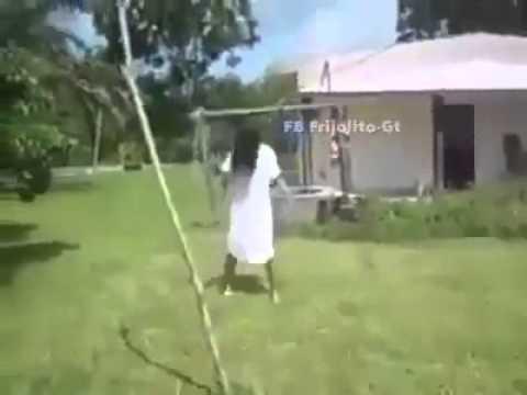 La niña del aro real