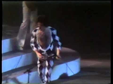 Queen-Stone Cold Crazy Live In Houston 1977