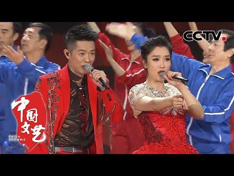 2015央视春晚歌曲《最炫小苹果》 表演者:筷子兄弟 凤凰传奇 北京群众艺术馆