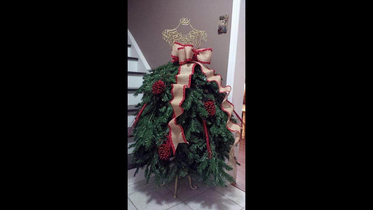 Rboles de navidad en maniqu bien fashion ideas que te - Adornar escaparate navidad ...