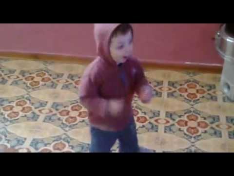 """Nathan 20 mesi balla e canta Bruno Mars da"""" NAPOLI"""";;"""