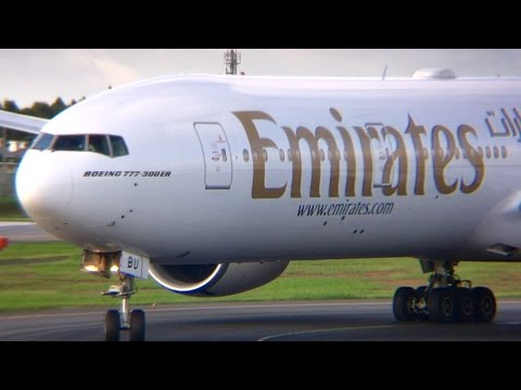Friendly Fly Emirates‼︎ observer waving♪  BOEING777-300ER[A6
