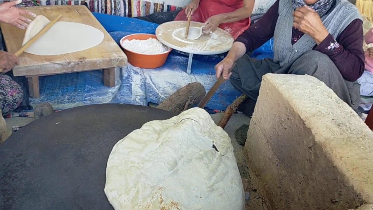 Yufka ekmek atıyor komşular