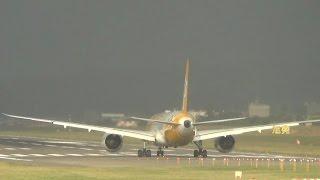 南航A320降落迫在眉睫 酷航B787客機緊急快閃 放棄起飛