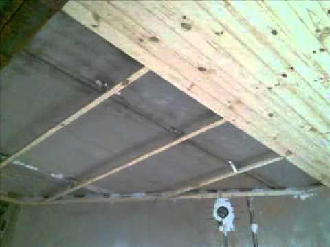 видео: Облицовка сосновой вагонкой потолка