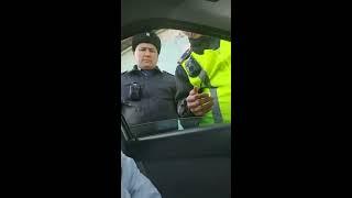 Прямо сейчас в Актау полиция задерживает активиста без каких-либо внятных причин! thumbnail