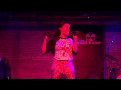 "Azealia Banks - ""Wallace"" (Live in Detroit, Michigan)"