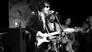 Watch Bob Dylan Maggies Farm video