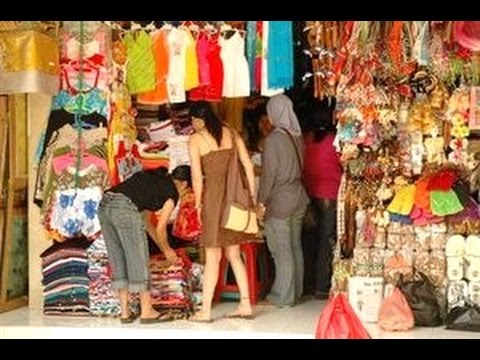 PASAR SENI SUKAWATI - Cheap Handycraft Shopping - Tourism Destination of Bali Indonesia [HD]