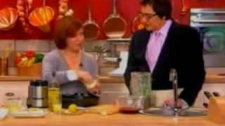 Счастье есть! с Еленой Чекаловой и ножи Tojiro - часть 2(Елена Чекалова со своим гостем готовят легкий ужин, используя нож из серии Tojiro Pro., 2010-03-22T12:23:41.000Z)