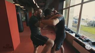 Нокаутирующий боковой удар (кочерга). Урок с Артемом Левиным и Андреем Басыниным