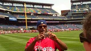 Jimmy Rollins takes a picture of Phils Phans!