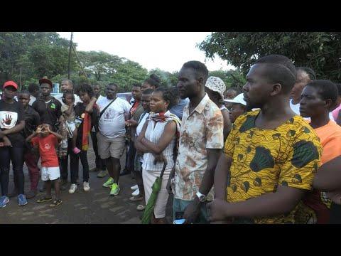 Malawi: supporters of self-proclaimed prophet Bushiri outsid
