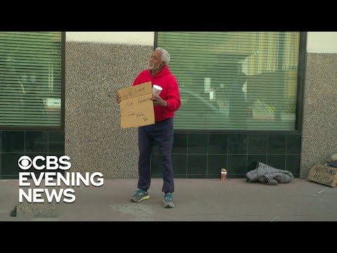 Homeless man helps hand out $100 bills to strangers