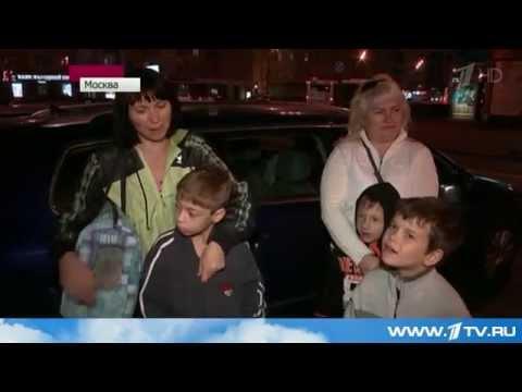 Инвалид на коляске принимает беженцев уз Украины в своем доме в Павловском Посаде.