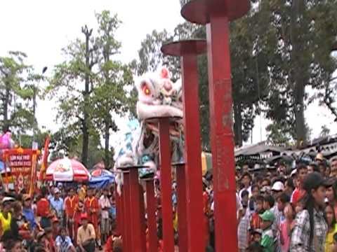 Doan nghe thuat Lan Su Rong LAM MINH THANH via ong Quan co Tran Van Thanh bieu dien Lan Len Mai Hoa Thung
