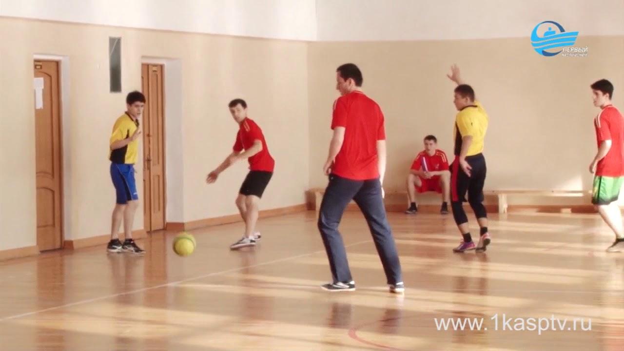 Весенний турнир по мини-футболу собрал 8 команд образовательных учреждений Каспийска
