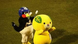 つば九郎、愛媛のゆるキャラ・みきゃんをドラムにする(笑) thumbnail