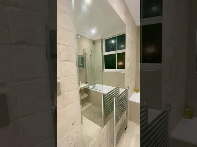 En-Suite Double Bedroom with Own Bathtub  Main Photo