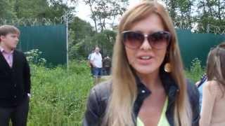 Ольга Цыбенко возле подвесного моста Дом 2